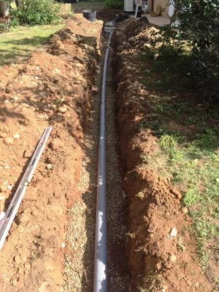 assainissement individuel, tranchée de liaison entre la fosse toutes eaux et le lit d'épandage