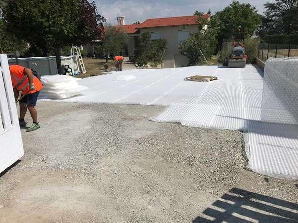 travaux pour particuliers, terrassement, pose se stabilisateurs de gravier drainant (matériaux recyc