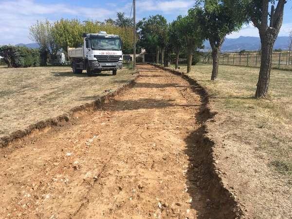 terrassement chemin, cour, réseau eau pluviale et puits perdu pour particuliers
