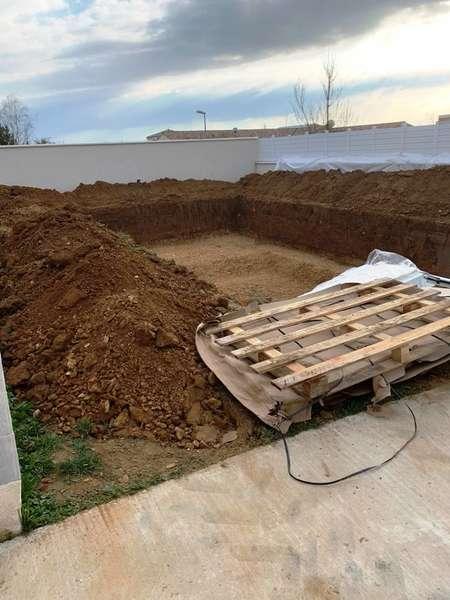 Terrassement d'un piscine, aménagement extérieur