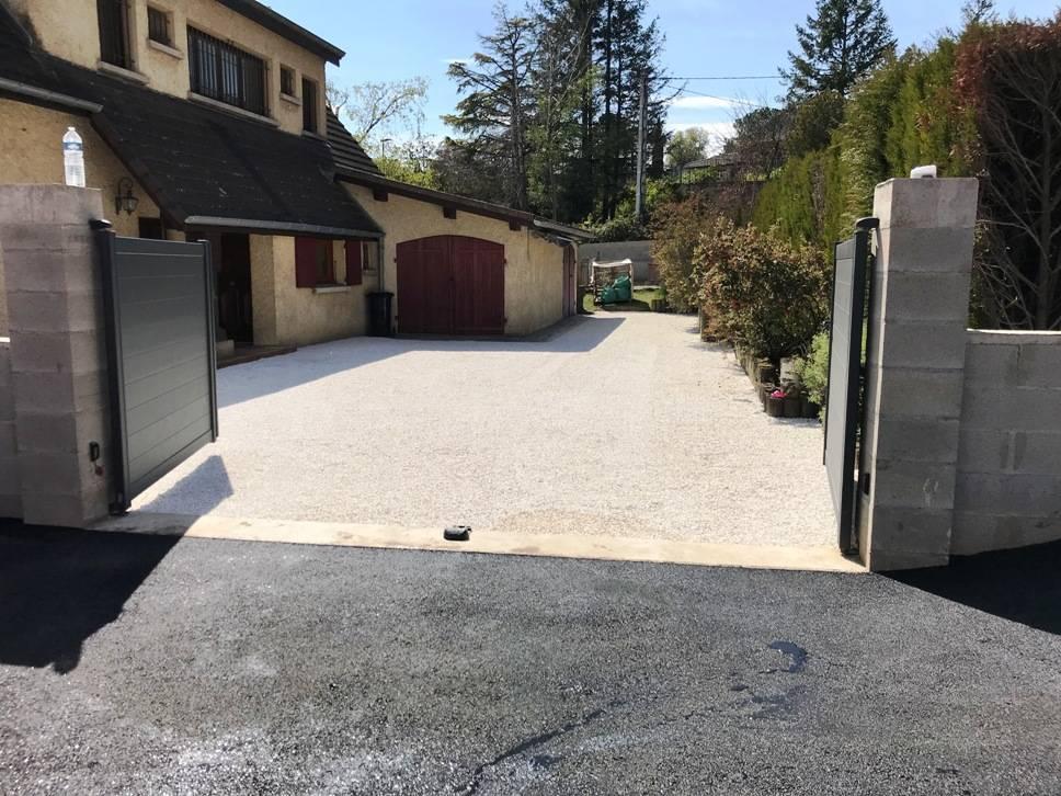 Terrassement entrée en enrobé 0/10 parking et cour en stabilisateur de gravier